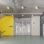 Nuevas Instalaciones Campus Creativo escalera y puerta