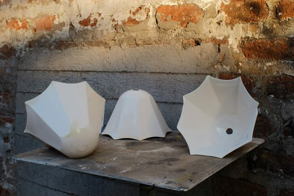 Espesor y contracción de la cerámica para crear luminarias