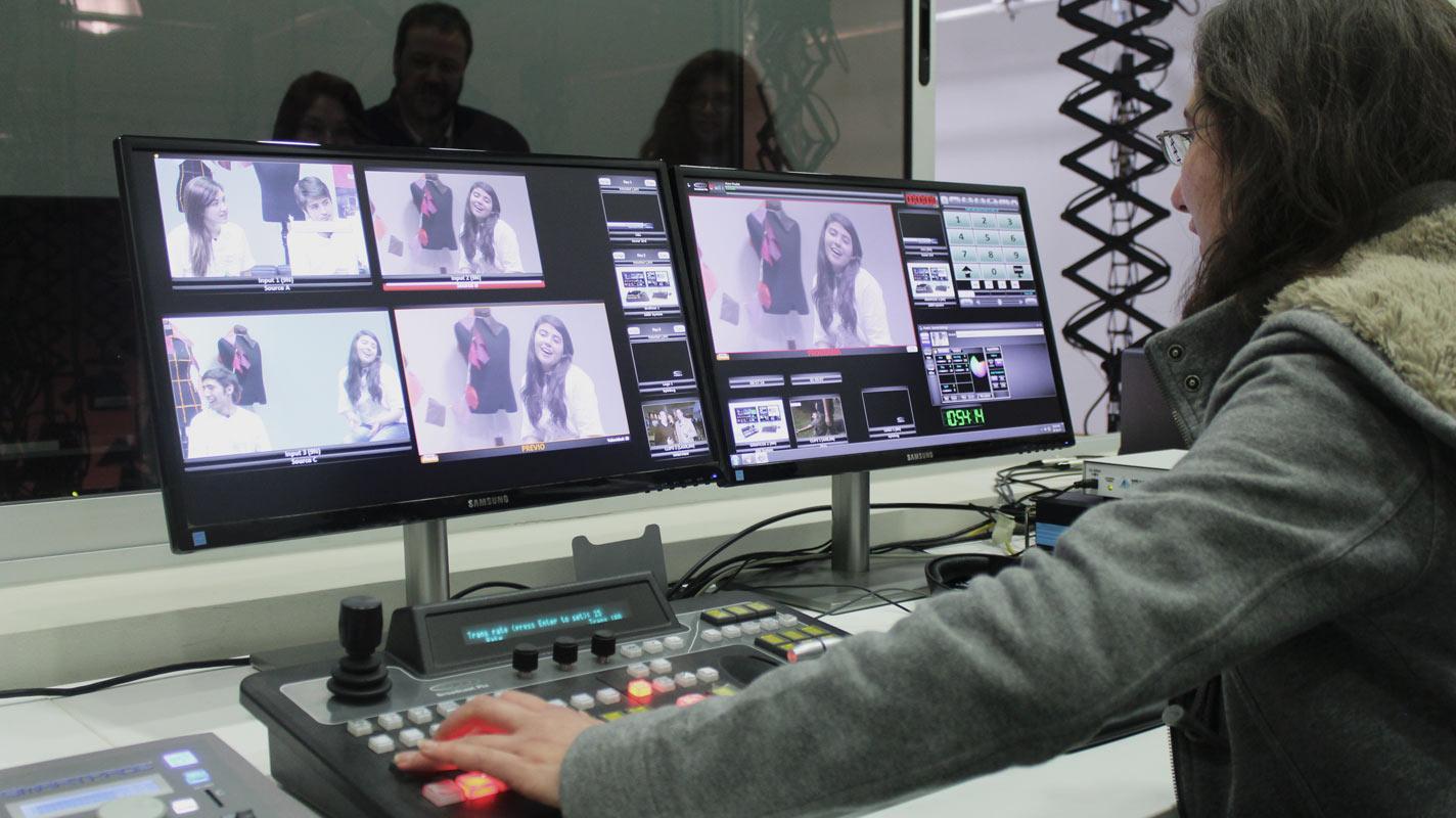 Sala de dirección estudio de tv Periodismo
